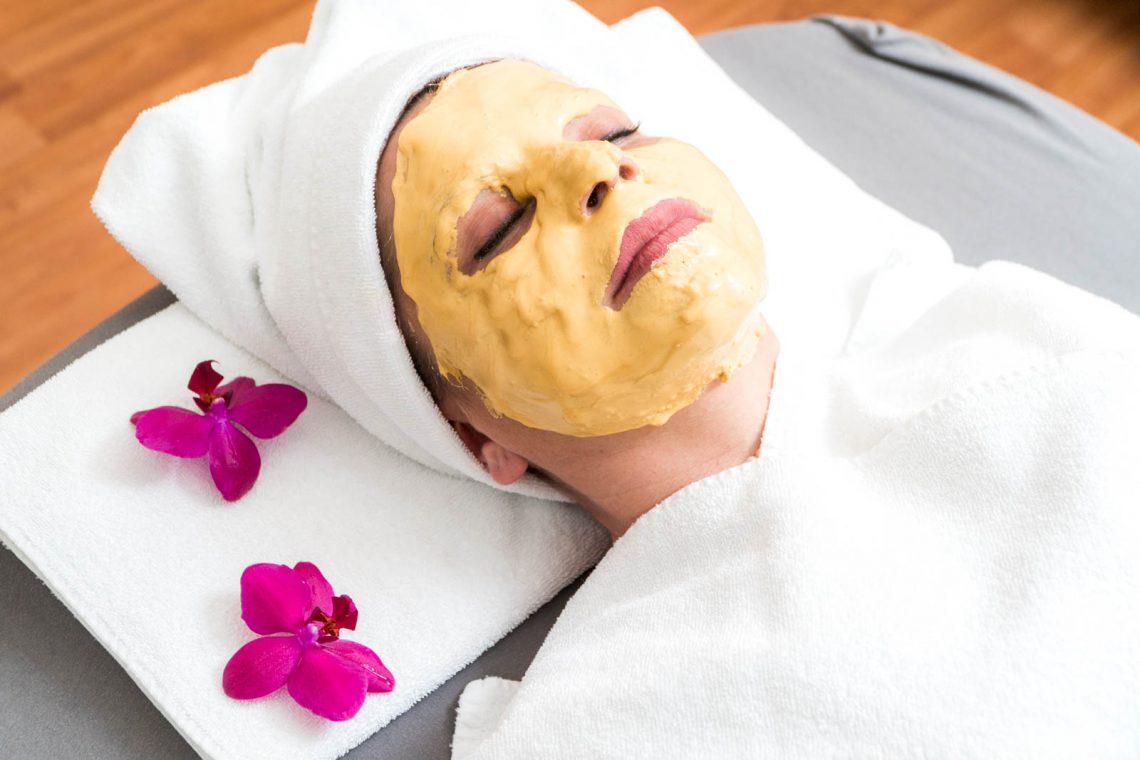 Gesichtsmaske bei Redröh Kosmetikstudio in München